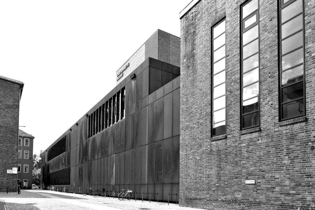 SW-Foto Kraftwerk Mitte aussen, Blick Richtung Bühnenhaus