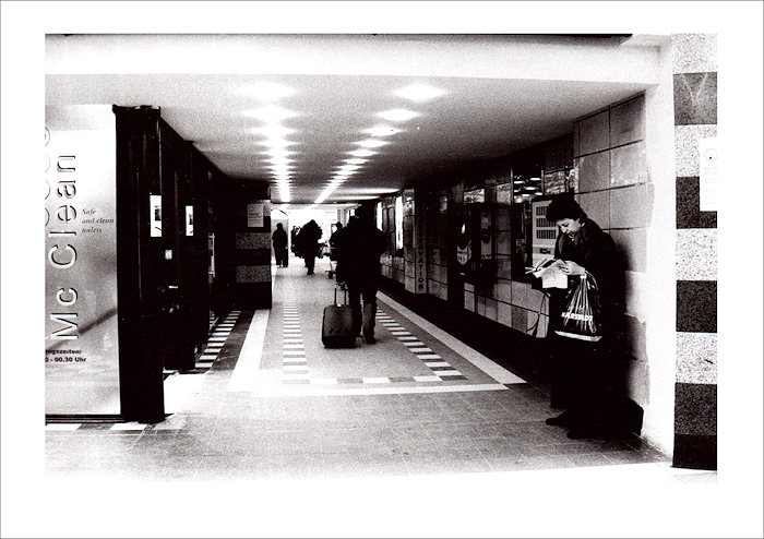 Straßenfotografie Zeitungsfrau