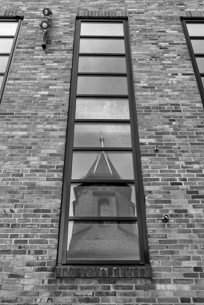 Kraftwerk Mitte Dresden Fenster mit Spiegelung