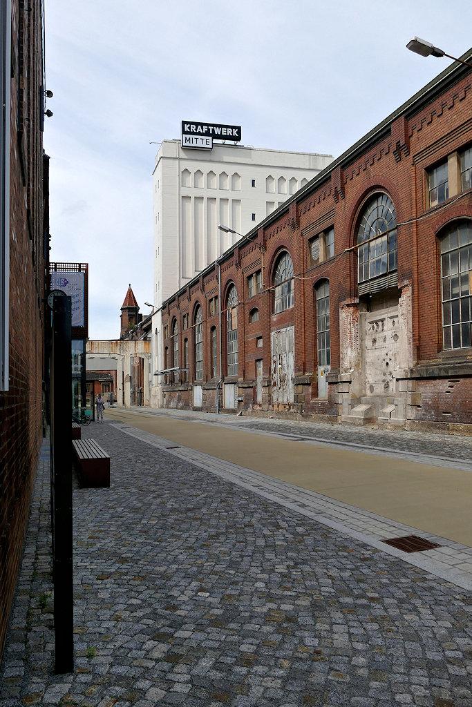 Kraftwerk Mitte Dresden Hauptweg, Blick auf noch unsanierten Teil, links die Theater