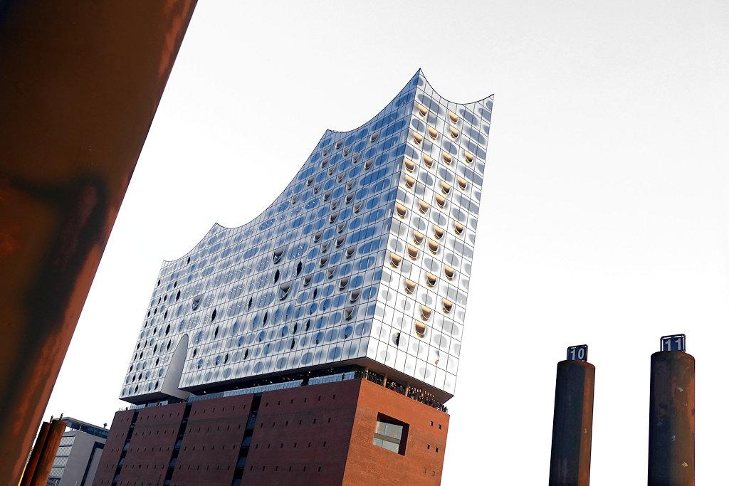 Elbphilharmonie Hamburg vom Anleger aus fotografiert