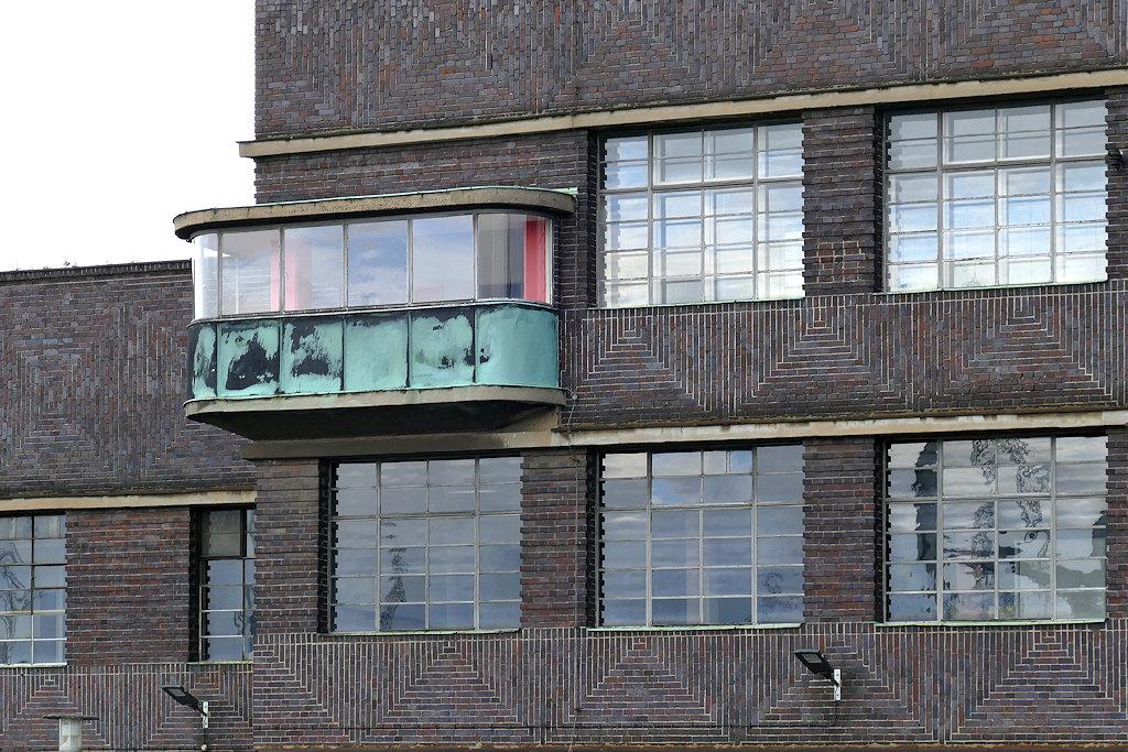 Industriearchitektur 1930, rotblauer Klinker