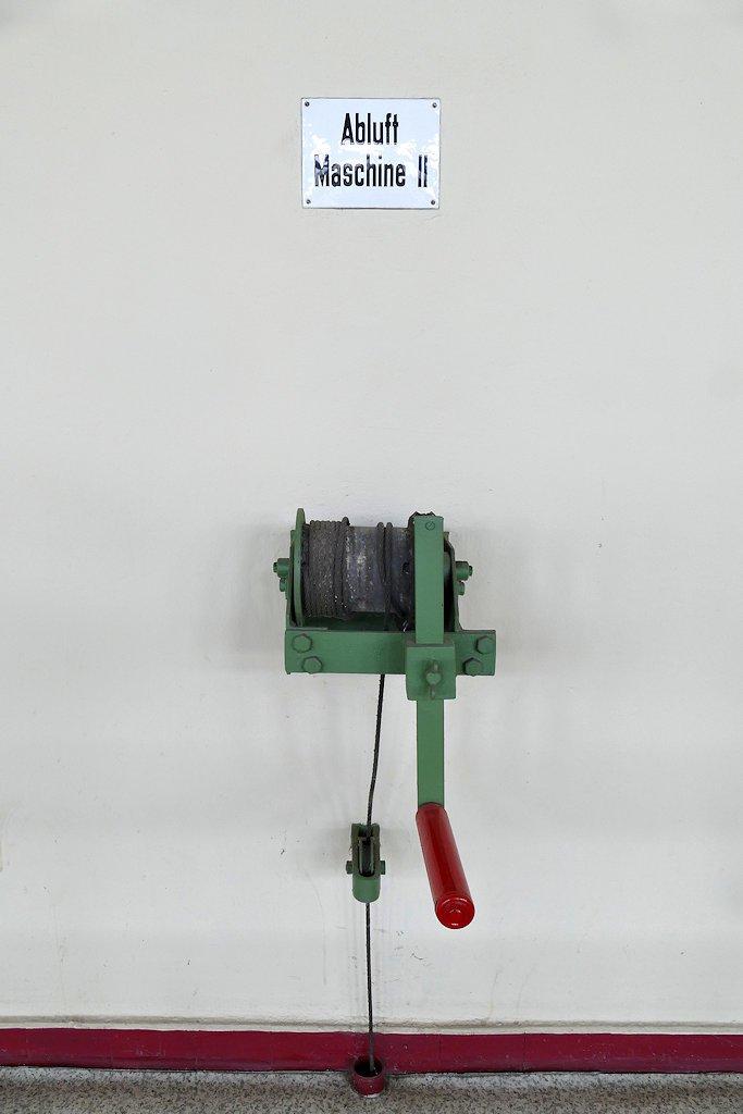 Mechanische Kurbel mit Stahlseil