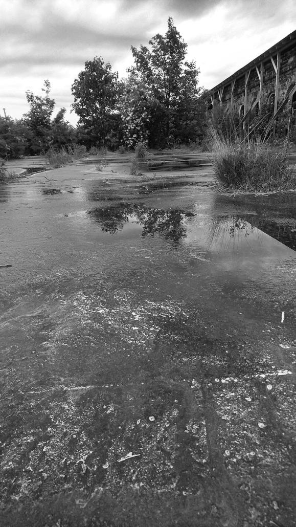 verzauberter Bahnsteig, Schwarz-Weiß Foto