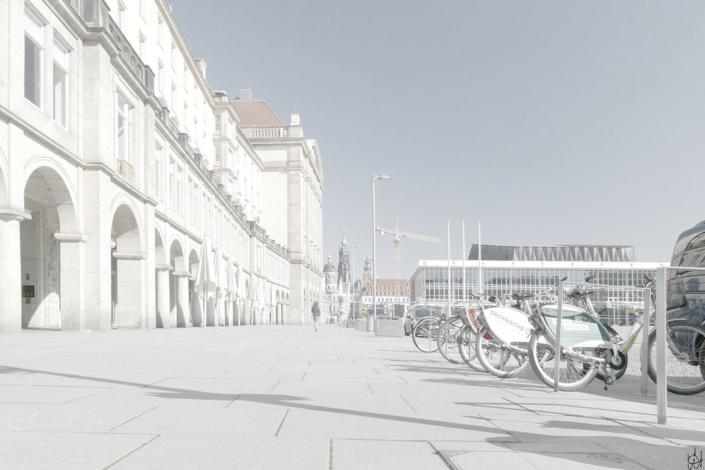 Dresden Altmarkt-Arkaden mit Blick zur Schlossstraße, im Vordergrund rechts Fahrräder