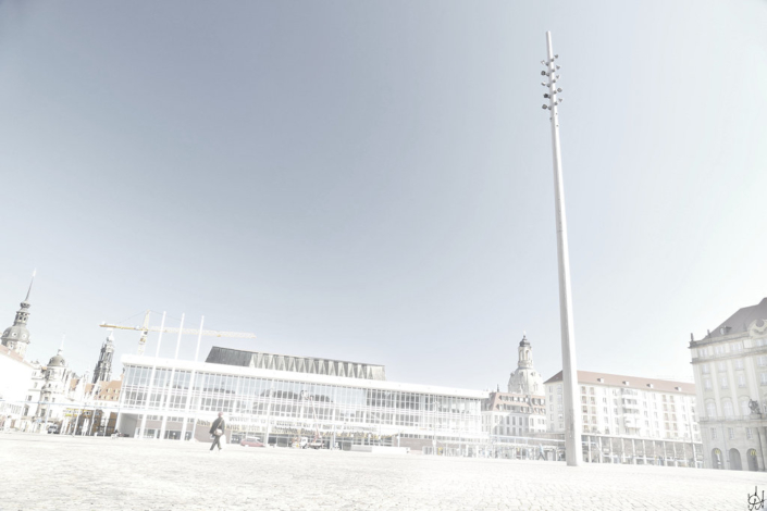 Altmarkt Dresden mit Blick zum Kulturpalast, im Vordergrund der Lichtmast
