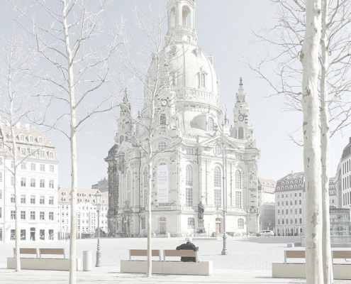 Touristenfreier Dresdner Neumarkt mit Frauenkirche
