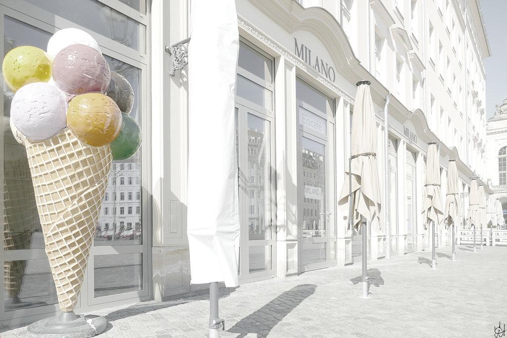 geschlossenes Eiscafe Milano auf dem Dresdner Neumarkt