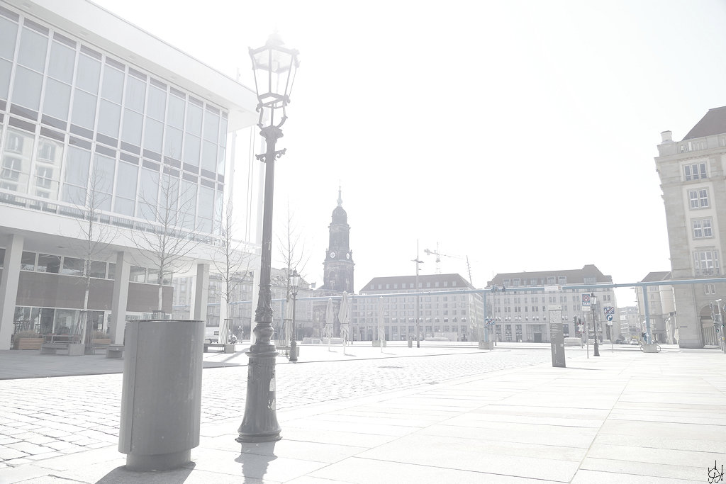 Blick von der Schlossstraße auf den Altmarkt, links der Kulturpalast, im Hintergrund die Kreuzkirche
