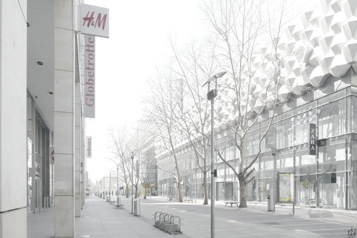 Prager Straße DResden fast ohne Menschen, Blick Höhe Globetrotter auf die Centrum-Galerie
