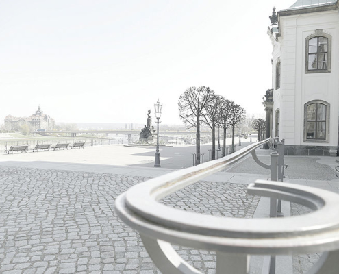 Blick über die Brühlsche Terrasse, rechts die Sekundogenitur