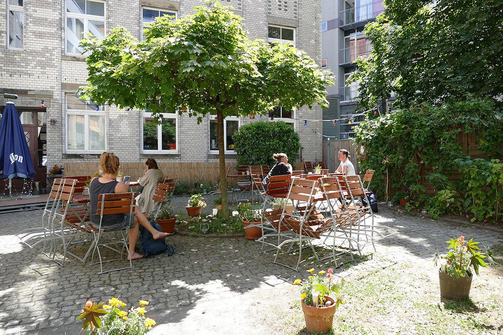 Im Hof vom Dresdner FriedrichstaTT Palast
